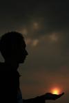 foto siluet -sun almost in my hand-